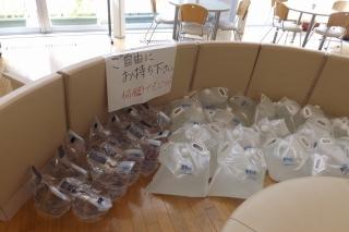 2018.9.8 朝から給水袋の配布を始めましたs-.jpg